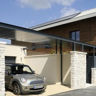 Idée de décoration pour un garage séparé design de taille moyenne.