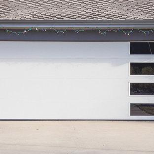 Idéer för en mellanstor modern tillbyggd garage och förråd