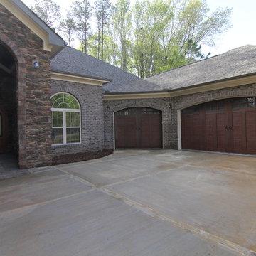 Courtyard entry garage