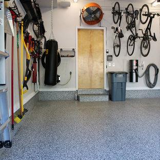 Свежая идея для дизайна: маленький пристроенный гараж в стиле лофт с мастерской для одной машины - отличное фото интерьера
