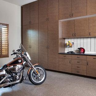 Inspiration för ett stort vintage tillbyggt trebils kontor, studio eller verkstad