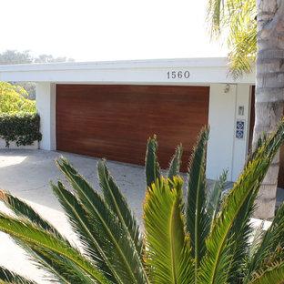 Idéer för att renovera en mellanstor 60 tals tillbyggd tvåbils garage och förråd, med entrétak