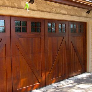 Foto på en amerikansk tillbyggd garage och förråd