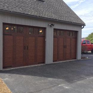 Immagine di un garage per due auto indipendente country di medie dimensioni