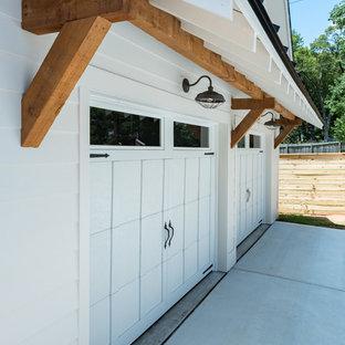 Bild på en lantlig garage och förråd