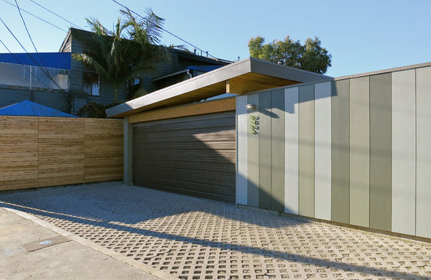 Modern Garage And Shed by ras-a, inc.