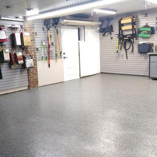 Réalisation d'un garage attenant minimaliste de taille moyenne.