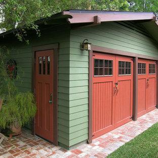 Exemple d'un grand garage pour deux voitures séparé craftsman.