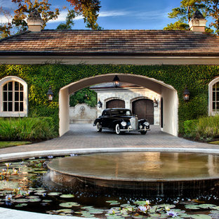 Inspiration for a timeless porte cochere remodel in Houston