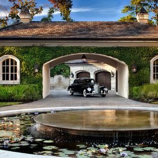 Exempel på en klassisk garage och förråd, med entrétak
