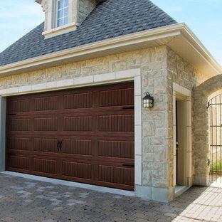 Idéer för att renovera en mellanstor vintage fristående tvåbils garage och förråd