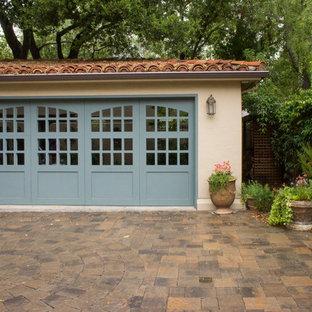 Idéer för att renovera en medelhavsstil fristående tvåbils garage och förråd