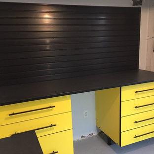 Foto på en garage och förråd