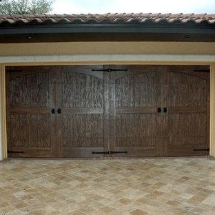 Huge tuscan attached three-car garage photo in Orlando