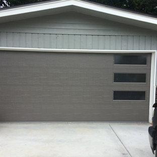 Immagine di un grande garage per due auto design