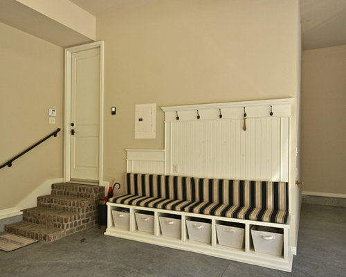 Best garage mudroom design ideas remodel pictures houzz for Garage seat st herblain