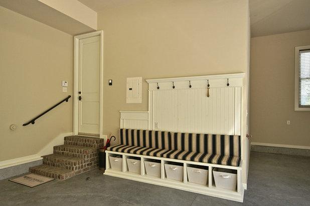 Traditional Garage By JOHN RICHARDS HOMES, Advantz Co. Part 46