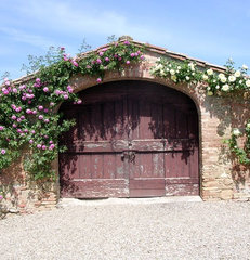 traditional garage and shed Garage in Tuscany