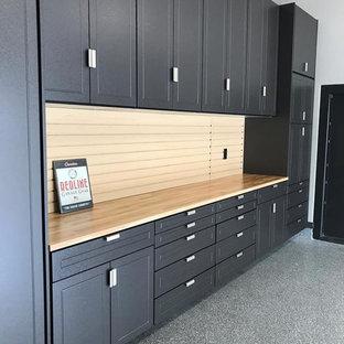 Foto di un garage per due auto connesso contemporaneo di medie dimensioni con ufficio, studio o laboratorio
