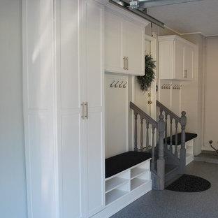 Inspiration för en mellanstor vintage tillbyggd garage och förråd