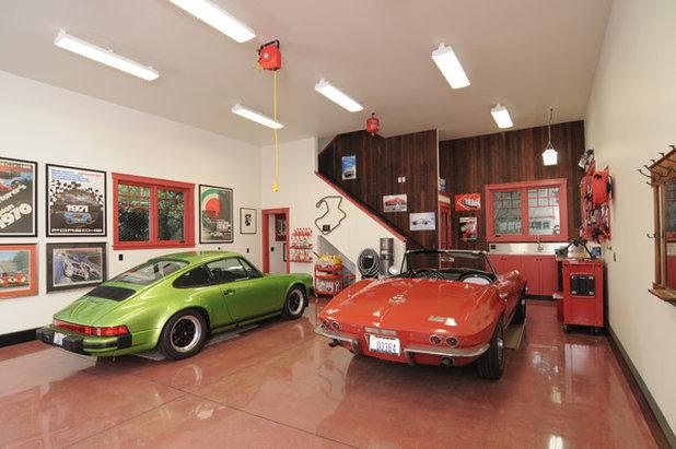 Eklektisch Garage by Phase II, Inc.