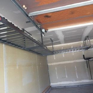 Inspiration pour un garage de taille moyenne.