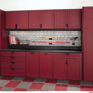 Exempel på ett mellanstort klassiskt tillbyggt tvåbils kontor, studio eller verkstad