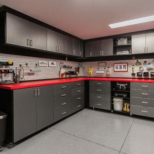 Réalisation d'un garage minimaliste de taille moyenne.