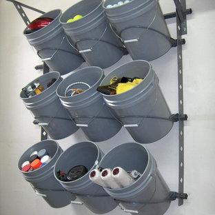 Bild på en garage och förråd