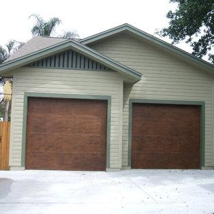 Inspiration för en stor amerikansk fristående tvåbils garage och förråd