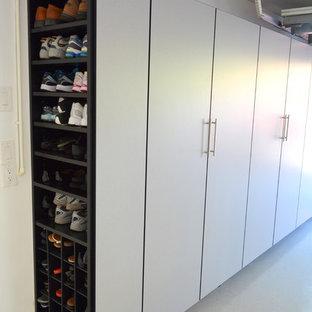 Ispirazione per un garage per due auto connesso design di medie dimensioni con ufficio, studio o laboratorio