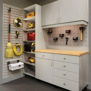 Idée de décoration pour un garage tradition de taille moyenne.