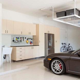 Réalisation d'un grand garage pour deux voitures design.