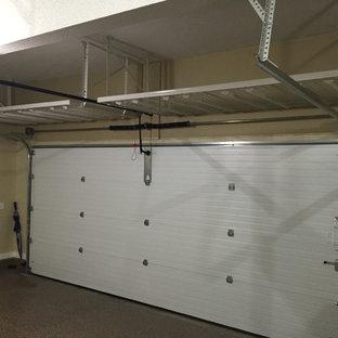Esempio di un garage per due auto connesso tradizionale di medie dimensioni con ufficio, studio o laboratorio