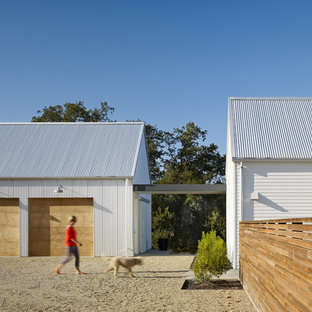 Example of a country garage design in San Francisco
