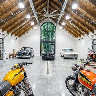 Ispirazione per un ampio garage per quattro o più auto indipendente industriale con ufficio, studio o laboratorio