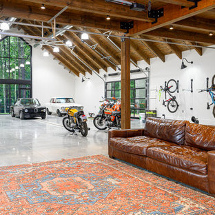 Industriell inredning av ett mycket stort fristående fyrbils kontor, studio eller verkstad