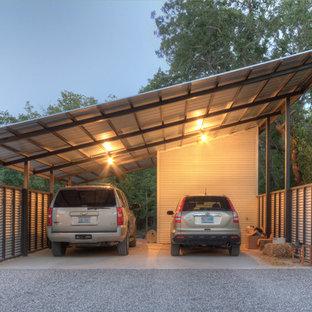 Inredning av en industriell fristående tvåbils garage och förråd