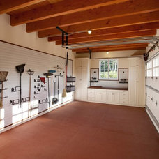 Traditional Garage And Shed by Leonard Unander Associates, Inc.