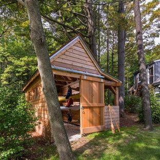 ミルウォーキーの小さい独立型ビーチスタイルのおしゃれなボートハウスの写真