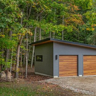 Immagine di un garage per due auto indipendente minimalista di medie dimensioni