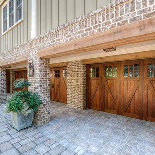 Cette photo montre un grand garage pour quatre voitures ou plus attenant craftsman avec un bureau, studio ou atelier.