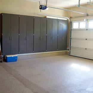 Bild på en industriell tillbyggd tvåbils garage och förråd