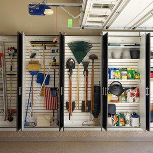 Inspiration för en industriell tvåbils garage och förråd