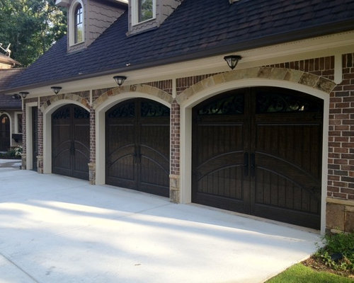 Large Elegant Attached Three Car Garage Photo In Atlanta