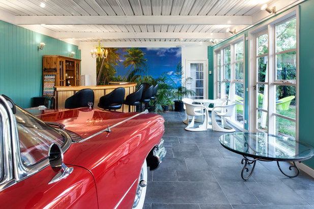 Midcentury Garage by Dr Retro House Calls