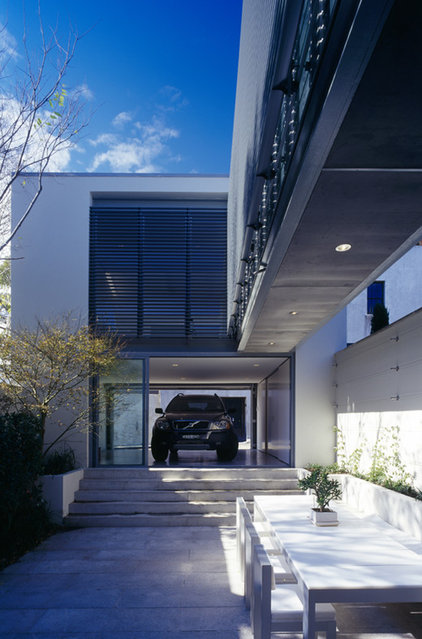 Modern Garage And Shed by Ian Moore Architects