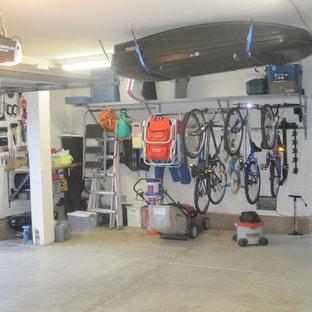 Mid-sized elegant one-car garage photo in Omaha