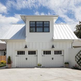 Foto di un garage per due auto connesso in campagna di medie dimensioni