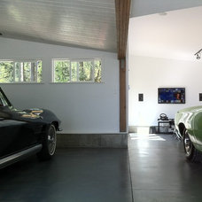 Midcentury Garage And Shed by Connect Design Ltd.
